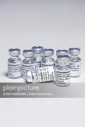 Vaccine - p1621m2263365 by Anke Doerschlen