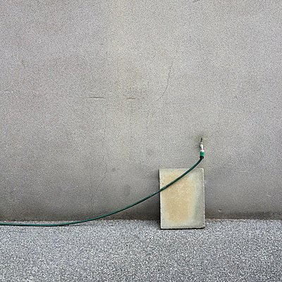 Wasserhahn mit Gartenschlauch - p1401m2260704 von Jens Goldbeck