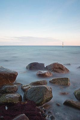 Felsen im Wasser - p3300249 von Harald Braun