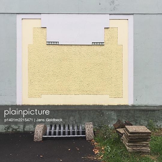 Zugemauertes Fenster und ein Fahrradständer - p1401m2215471 von Jens Goldbeck