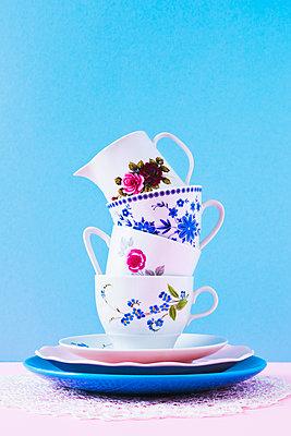 Gestapelte Kaffeetassen - p1149m2027195 von Yvonne Röder