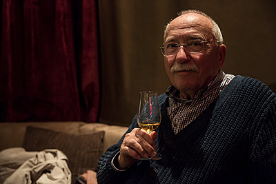 Older Man with wine glass - p1291m1548066 by Marcus Bastel