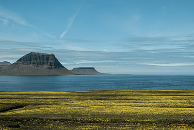 Iceland, The mountain Kirkjufell - p741m2108952 by Christof Mattes