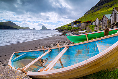 Boats on the beach, Bour, Vagar Island, Faroe Islands, Denmark, Europe - p871m2003508 by Roberto Moiola