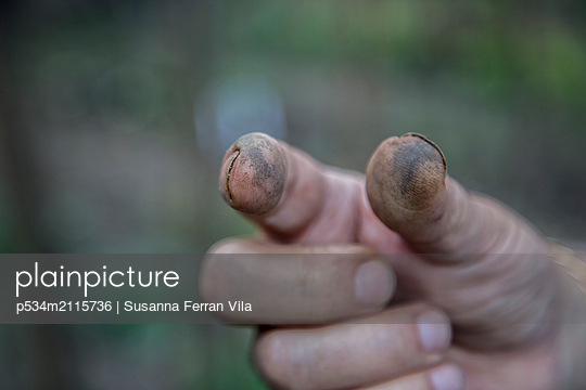 Dirty finger - p534m2115736 by Susanna Ferran Vila