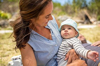 Mutter mit Baby - p1355m1574047 von Tomasrodriguez