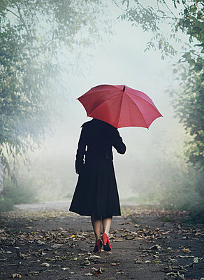 Woman with red umbrella - p984m1185220 by Mark Owen
