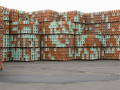 Stacked crates in an empties storage - p4901679 by Jan Mammey