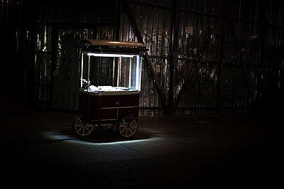 Handcart - p1007m959820 by Tilby Vattard
