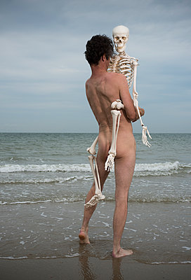 Man and a skeleton - p1132m1486838 by Mischa Keijser