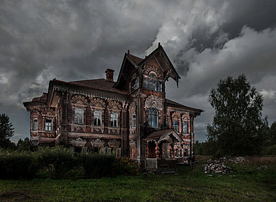 Scary wooden house - p390m2122366 by Frank Herfort