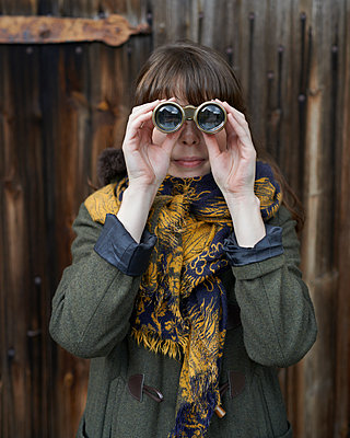 Woman with binoculars - p1124m931759 by Willing-Holtz