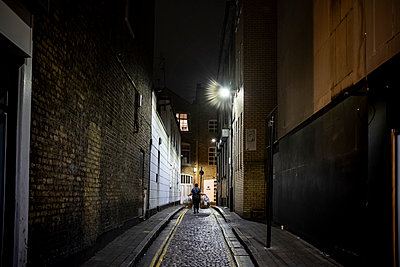 Garbageman in alleyway - p1291m2026952 by Marcus Bastel