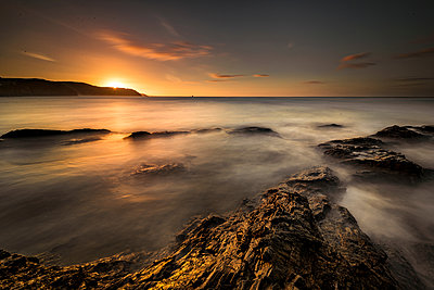 Scenic view of Chapel Rock at sunset, Perranporth, Cornwall, England - p429m1578432 by Steve Woods Photography