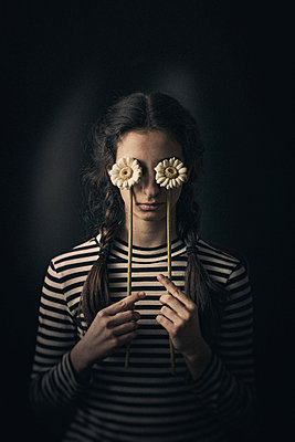 Mädchen mit Blume - p1432m2093443 von Svetlana Bekyarova