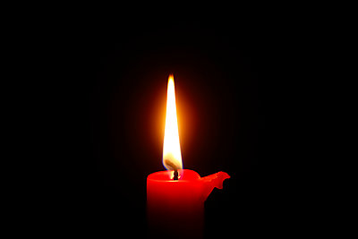 Candle light, red candle - p300m2059027 by Thomas Jäger