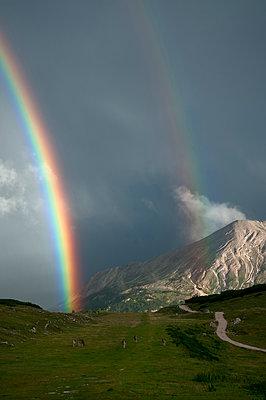 Regenbogen im Naturpark Fanes-Sennes-Prags - p470m1190132 von Ingrid Michel
