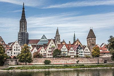 Ulmer Münster der höchste Kirchturm der Welt - p524m1119228 von PM