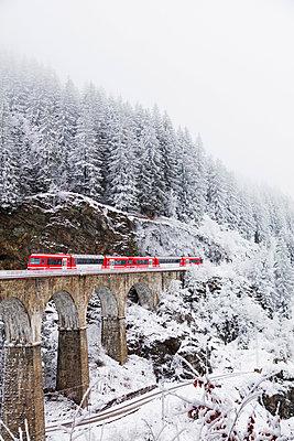 Europe, France, Rhone Alps, Haute Savoie, Chamonix, Mont Blanc Express train going over Viaduct St Marie - p652m1576216 by Christian Kober