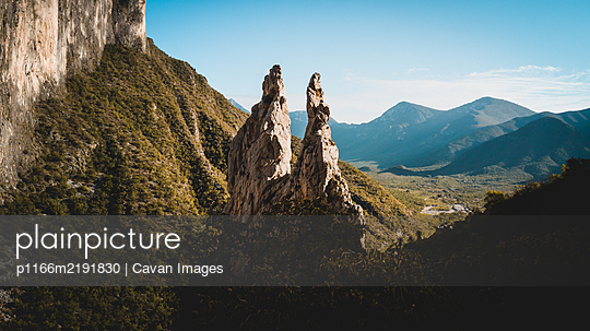 Landscape photo of the spires in the mountains of Potrero Chico - p1166m2191830 by Cavan Images