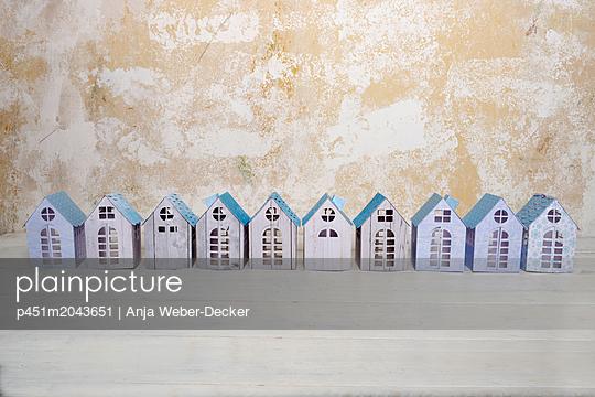 p451m2043651 by Anja Weber-Decker