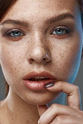 Beauty portrait of girl - p1561m2133236 by Andrey Cherlat