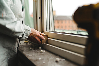 Womans hand sanding window frame - p312m2208213 by Stina Gränfors