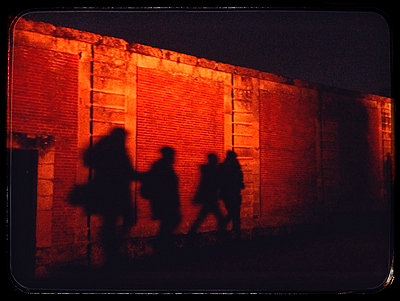 Schatten in der Nacht - p567m1515826 von Alexis Bastin
