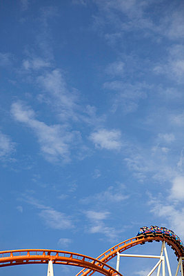 Achterbahn auf dem Oktoberfest - p6090009f von ENGLISH photography