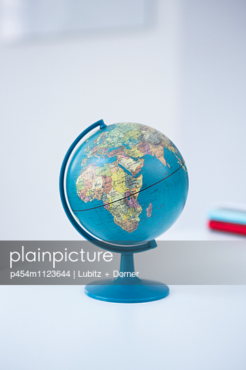 The whole world - p454m1123644 by Lubitz + Dorner