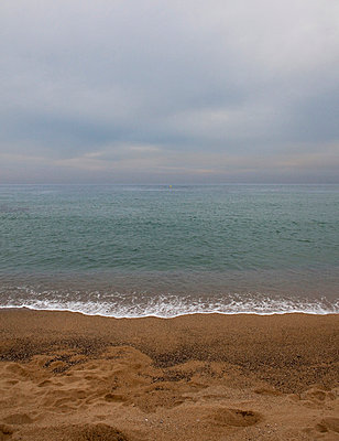 Beach on a cloudy day - p1072m829077 by Joan Seculi