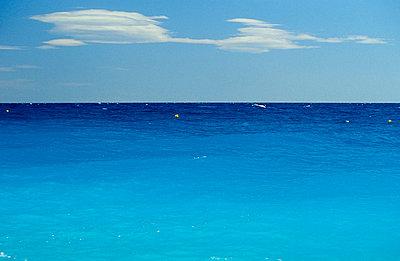 Blaues Wasser - p2200133 von Kai Jabs