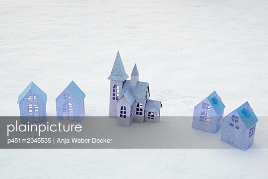 p451m2045535 by Anja Weber-Decker
