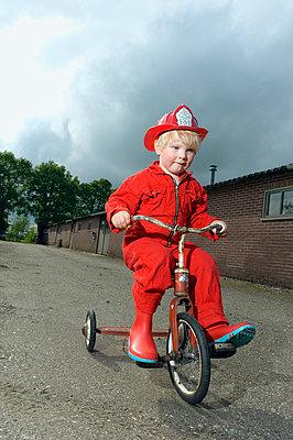 Little fireman - p1132m1016977 by Mischa Keijser