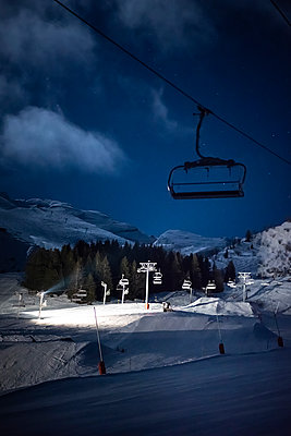 France, La Clusaz, Chair lift in the evening - p1007m2216564 by Tilby Vattard