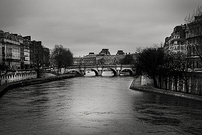 Seine - p1276m1092746 by LIQUID
