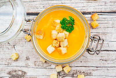 Pumpkin soup with croutons, garnished with parsley in jar - p300m1562609 by Larissa Veronesi