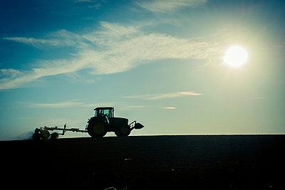 Tractor - p829m949311 by Régis Domergue
