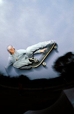 Skateboardfliegen - p2200096 von Kai Jabs