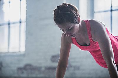 Athlete doing push-ups - p555m1411993 by John Fedele