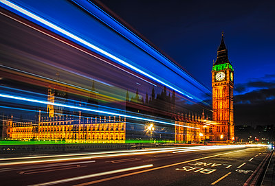 Long exposure view of traffic by Big Ben, London, United Kingdom,London, London, United Kingdom - p1100m2084153 by Mint Images
