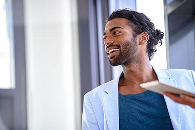 Smiling male professional wearing blazer looking away in office - p300m2281506 by Buero Monaco