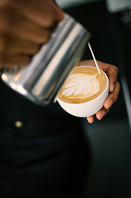 Hand of barista making coffee latte - p947m2176895 by Cristopher Civitillo