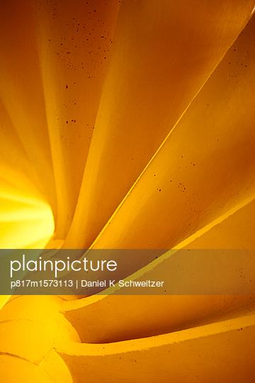 Treppe in Auroville - p817m1573113 von Daniel K Schweitzer