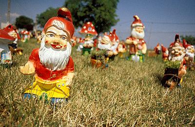 Frecher Gartenzwerg - p1080173 von Thomas Kummerow