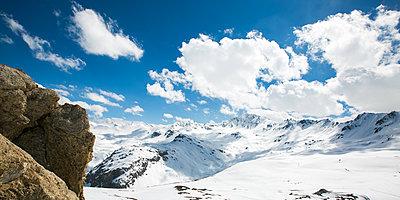 Mountain landscape - p1113m1215097 by Colas Declercq