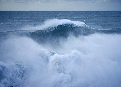 Welle Nazaré - p1124m1200907 von Willing-Holtz