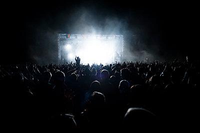 Beim Rockkonzert - p830m1008284 von Schoo Flemming