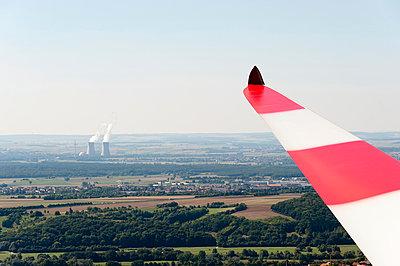 Windkraft versus Atomkraft - p1079m891081 von Ulrich Mertens