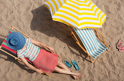 Sunbathing - p454m1056227 by Lubitz + Dorner